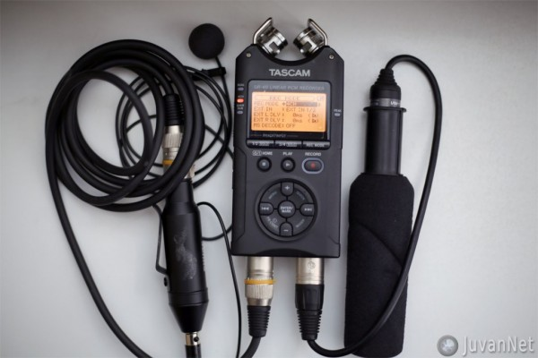 Tascam DR-40 audio recorder and microphones